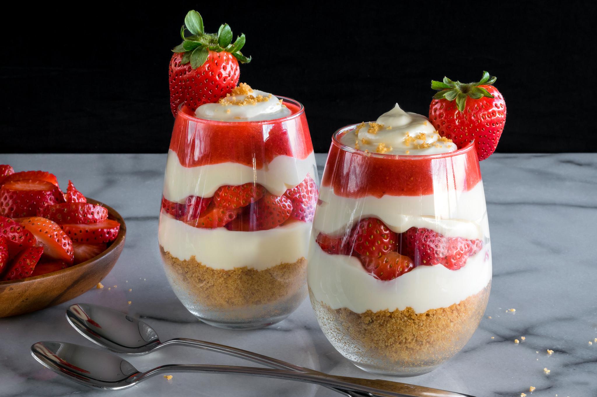 no-bake strawberry cheesecake parfaits | Husbands That Cook